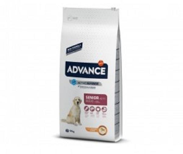 Punga cu hrana uscata Advance Dog Maxi Senior pe fond alb