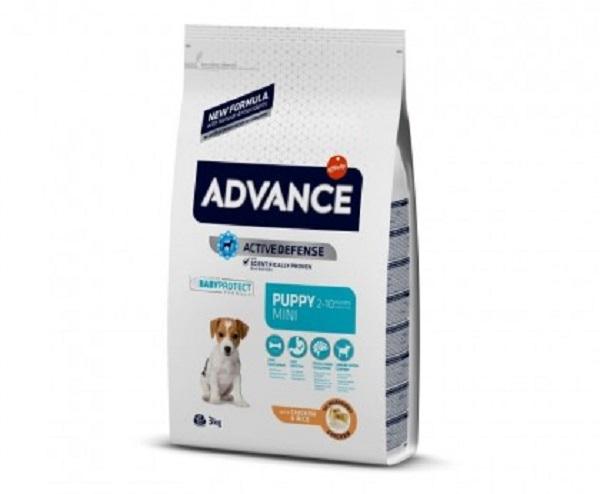 Punga cu hrana uscata Advance Dog Mini Puppy pe fond alb